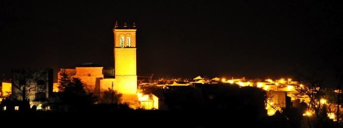 Vista nocturna de la iglesia de San Nicolás de Bari.