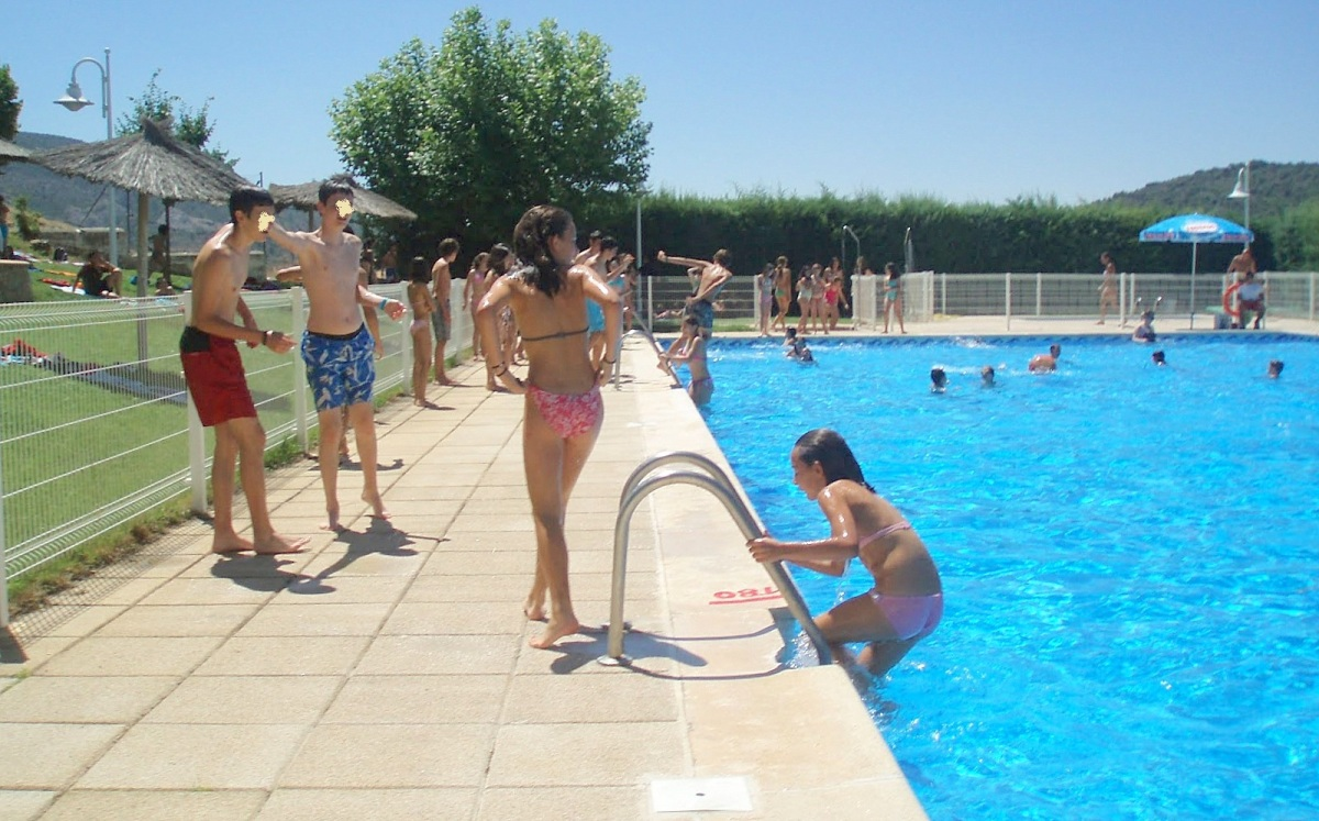 El ayuntamiento ya tiene socorrista para la piscina for Piscina municipal fuenlabrada 2017