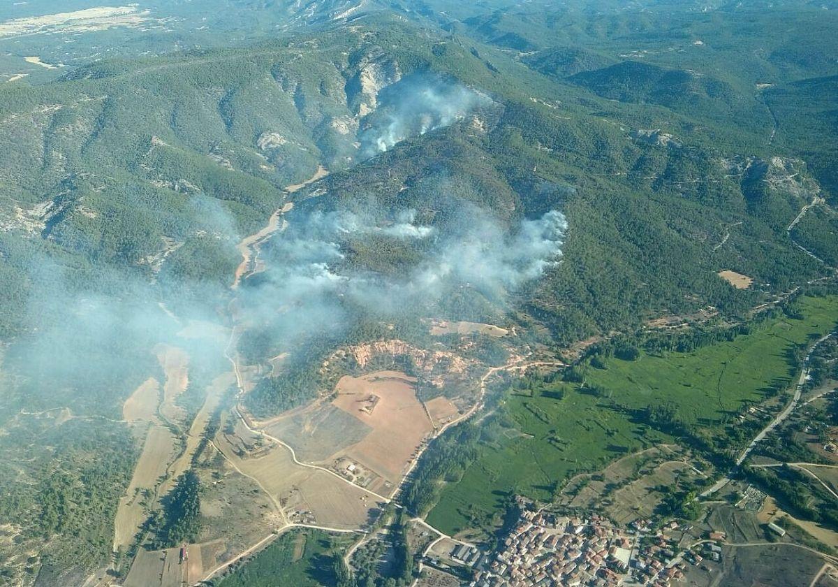 DIRECTO: Varios retenes continúan refrescando la zona del incendio hasta darlo por extinguido