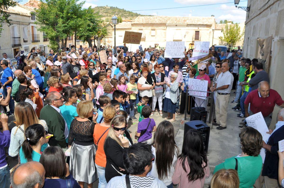 Manifestación sin precedentes en Priego contra las granjas porcinas