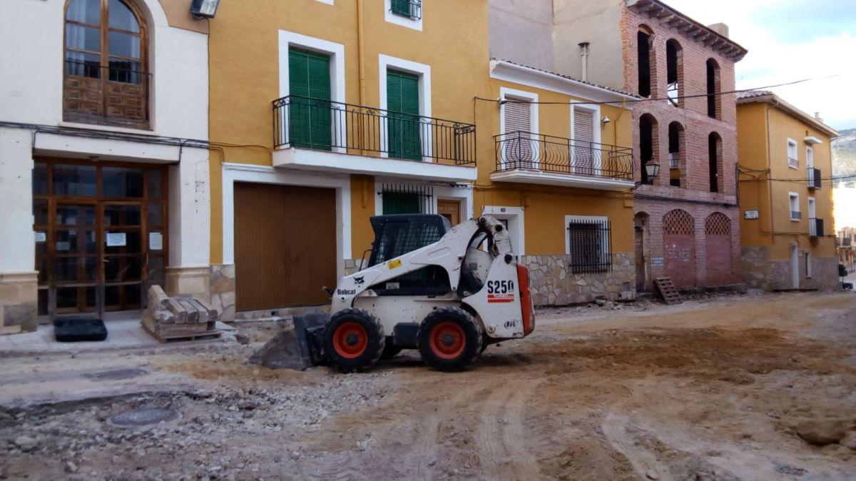 Comienzan las obras para adoquinar la calle de la Iglesia
