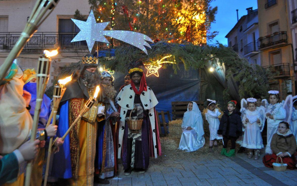 Los Reyes Magos llegaron a Priego arropados por más de 200 personas