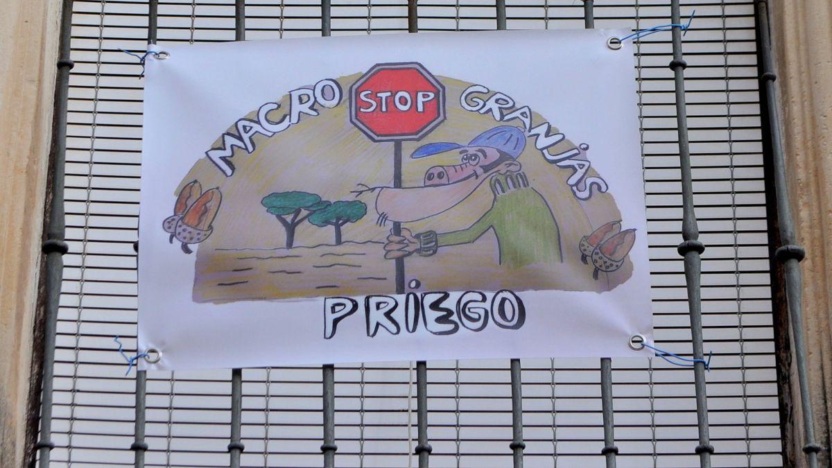 Vecinos de Priego y la Plataforma Pueblos Vivos crean una ordenanza para limitar el uso de purines