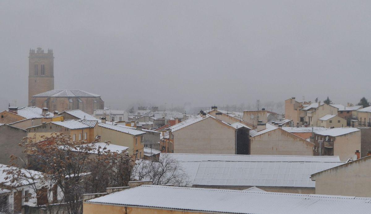 La nieve se instaló en Priego durante toda la jornada del domingo
