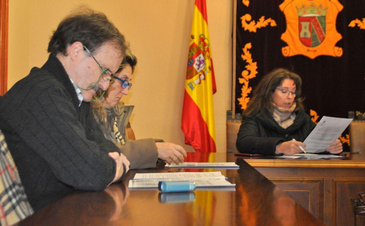La primera moción de la oposición: retirar el bastón de mando a la alcaldesa para que no agreda a los concejales