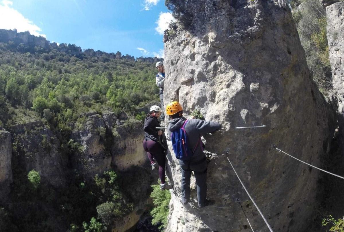 La reparación de la vía ferrata de Priego comenzará el miércoles, según la Diputación