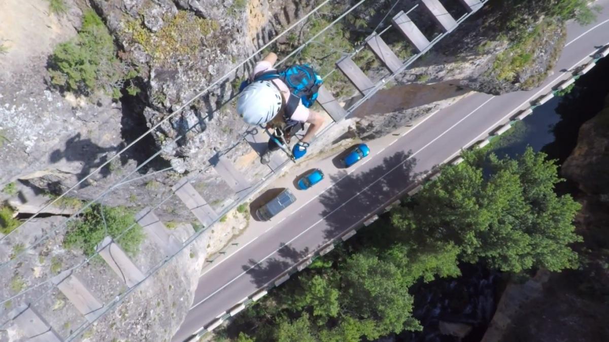 El Ayuntamiento mantiene cerrada la vía ferrata de Priego una semana después de su reparación