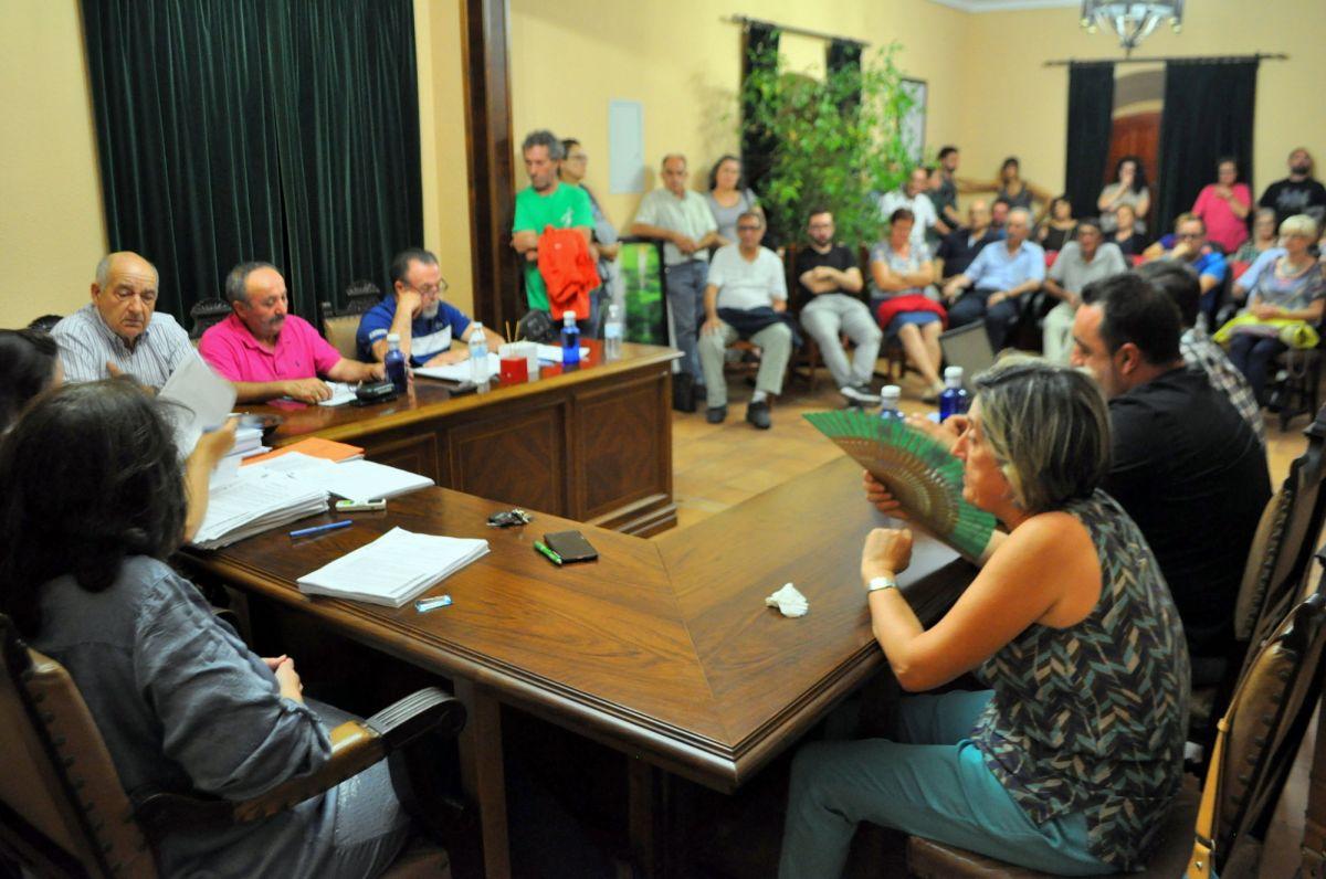 El Pleno rechaza conceder licencia a las macrogranjas que incumplen las normas urbanísticas