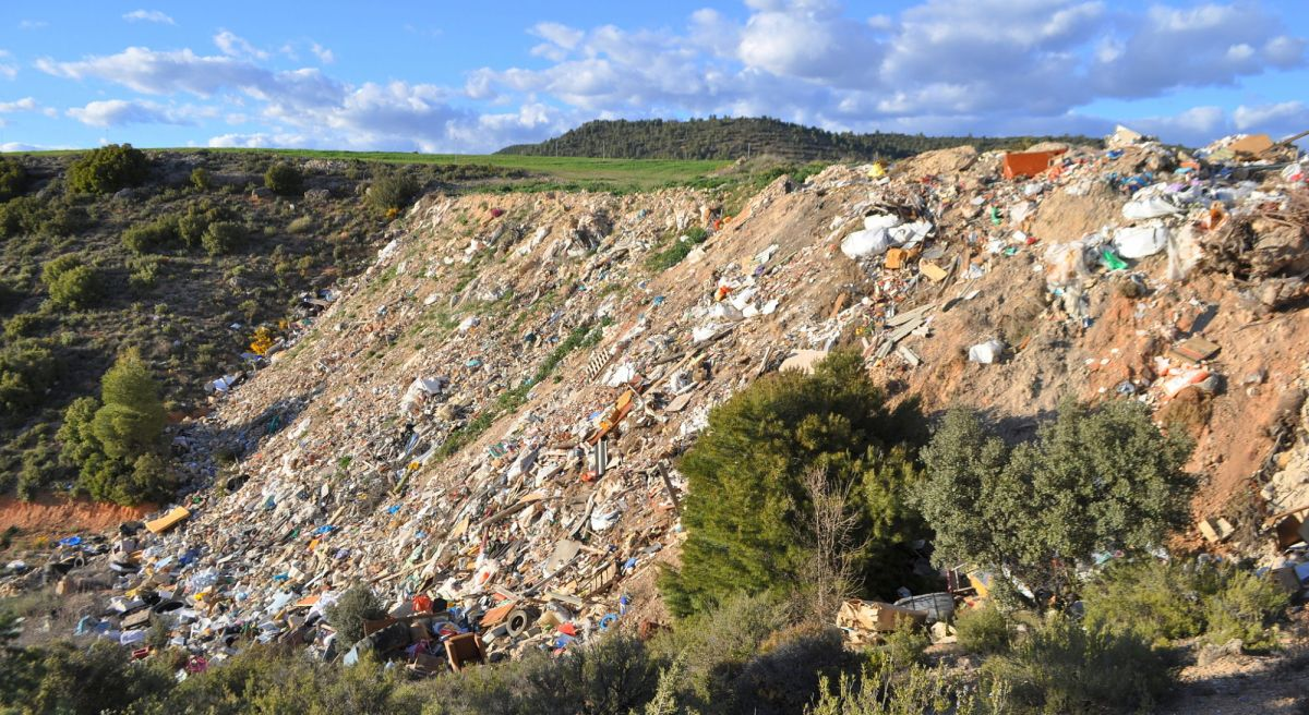 Medio Ambiente confirma que el Ayuntamiento tiene que clausurar la escombrera
