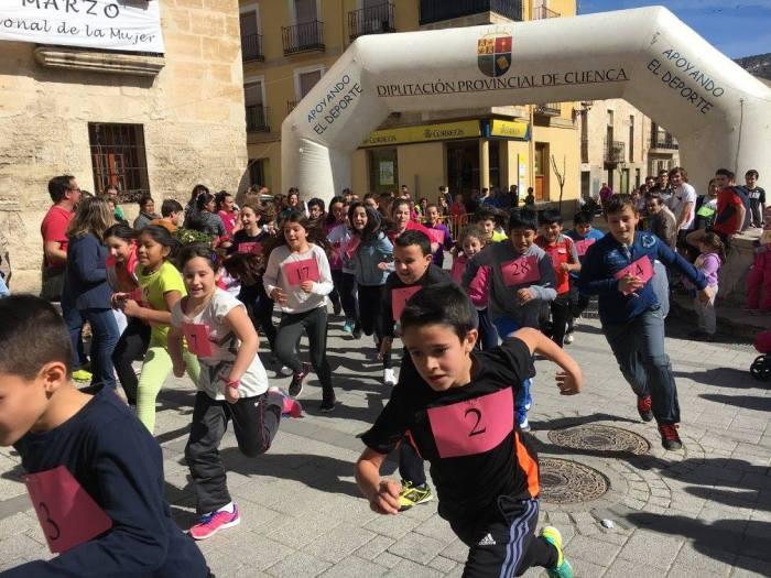 carrera día mujer deporte