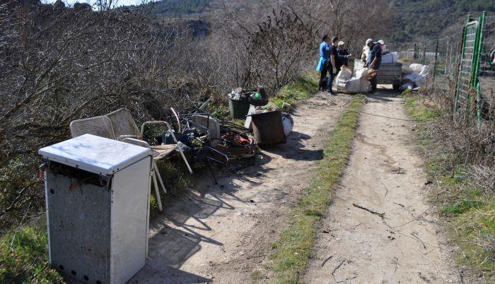 vertedero rio escabas basura vandalismo