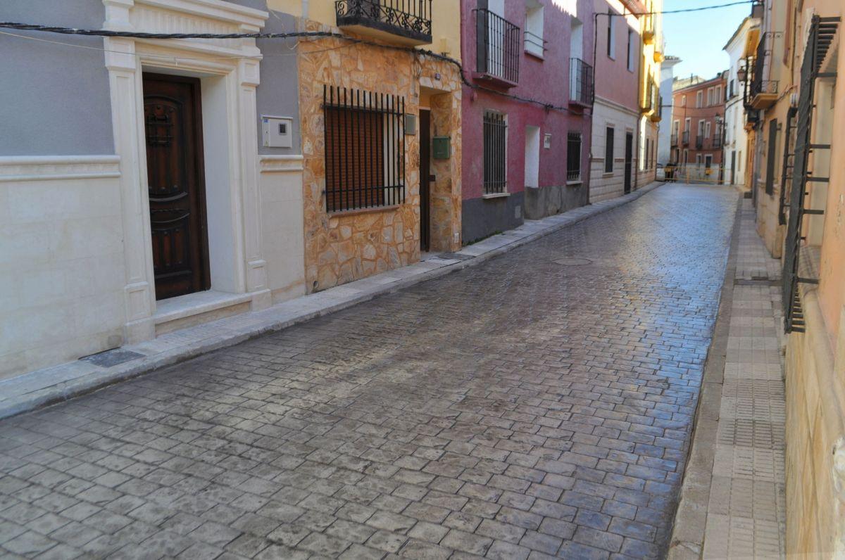 El Ayuntamiento 'adoquina' la calle Majestad tras descubrir por qué se estaba hundiendo