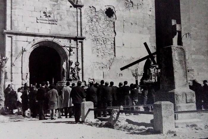 monolito franquista iglesia