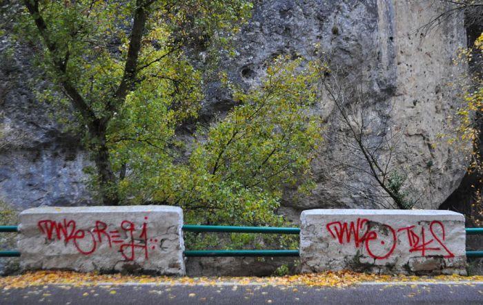 estrecho vandalismo